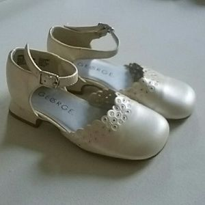 Girl's Off White Dress Shoes